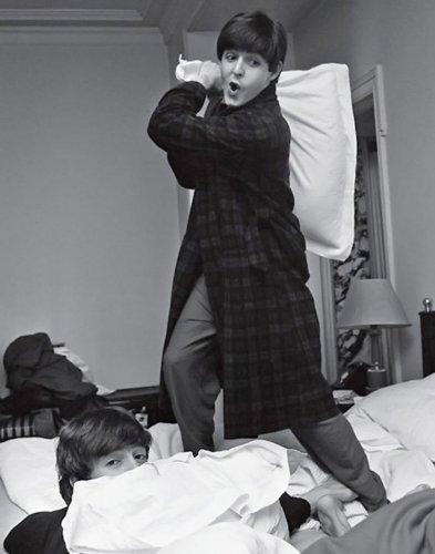 BEATLES pillow fight