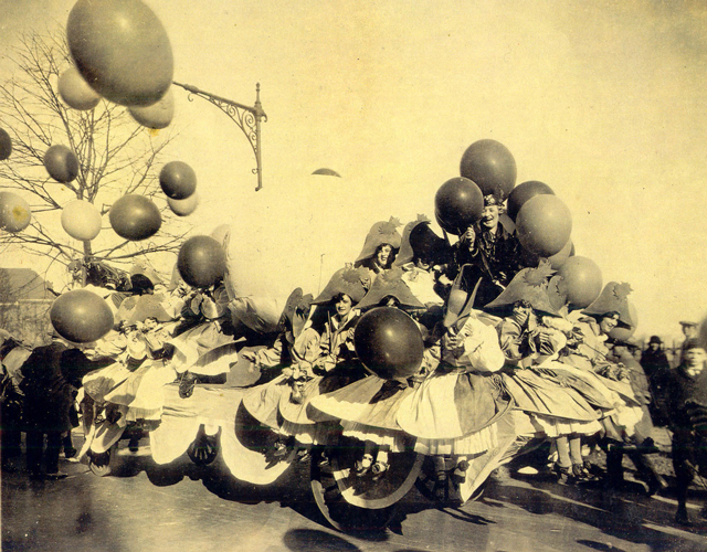 Balloonatics-Float-1926-–-Inspired-the-creation-of-the-character-balloons