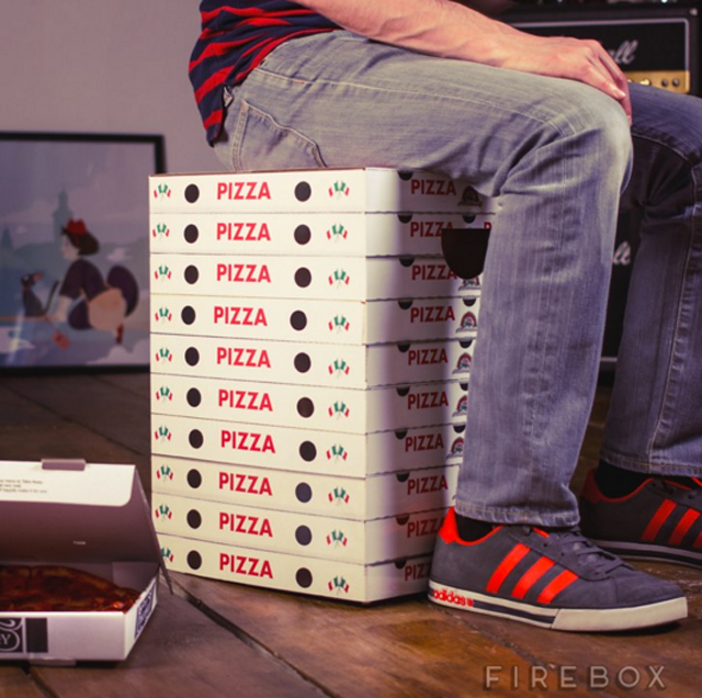 Cardboard-pizza-boxes-stool