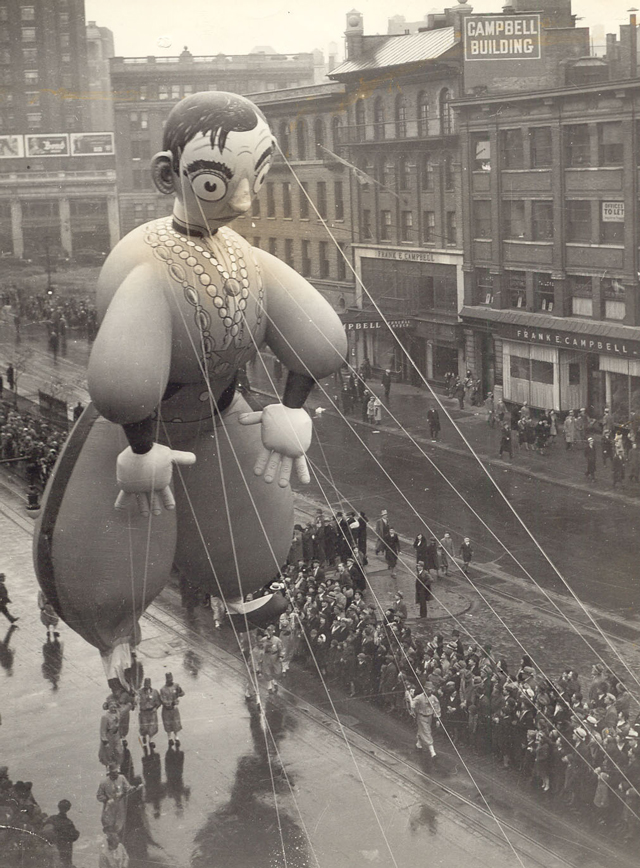 Eddie-Cantor-–-1st-ever-balloon-based-on-a-real-person-1934