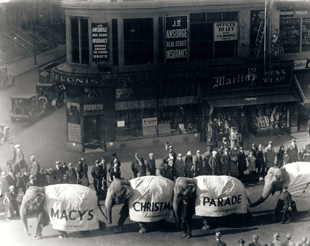 Elephants-in-the-first-Macy's-Parade-1924,-then-called-Macy's-Christmas-Parade