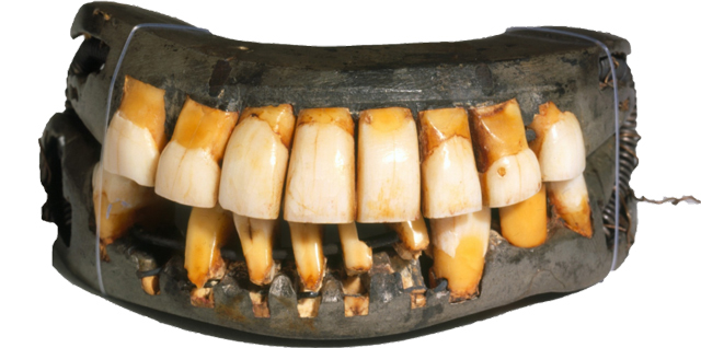 George-Washington's-dentures