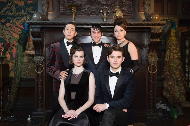 """GOTHAM: L-R: Gust star Paul Reubens, Robin Lord Taylor, and guest stars Melinda Clarke, Kaley Ronayne and Justin Mark in the """"Wrath of the Villains: Mad Grey Dawn"""" episode of GOTHAM airing Monday, March 21 (8:00-9:01 PM ET/PT) on FOX. ©2016 Fox Broadcasting Co. Cr: Cara Howe/FOX"""