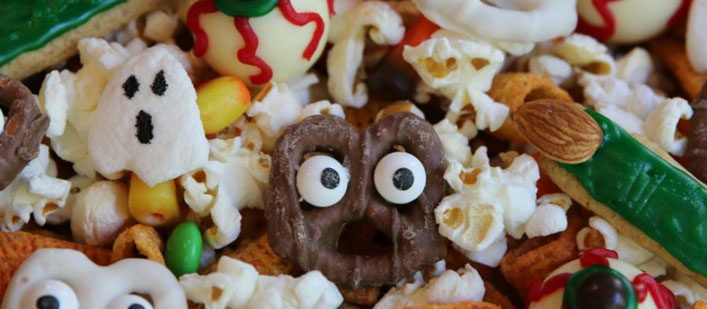 halloween-snack-mix-featured