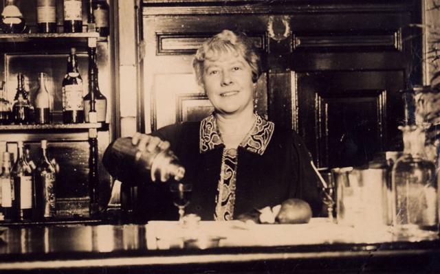 Lady-bartender