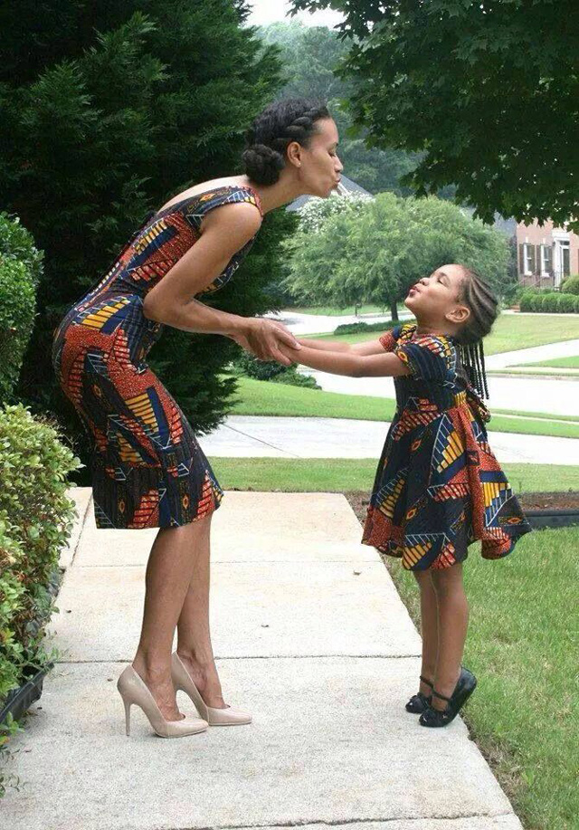 Mom-and-daughter-air-kissing