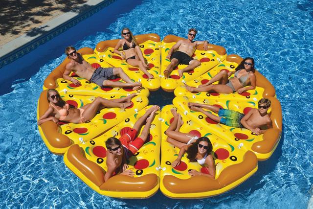 Pizza-pie-pool-floats