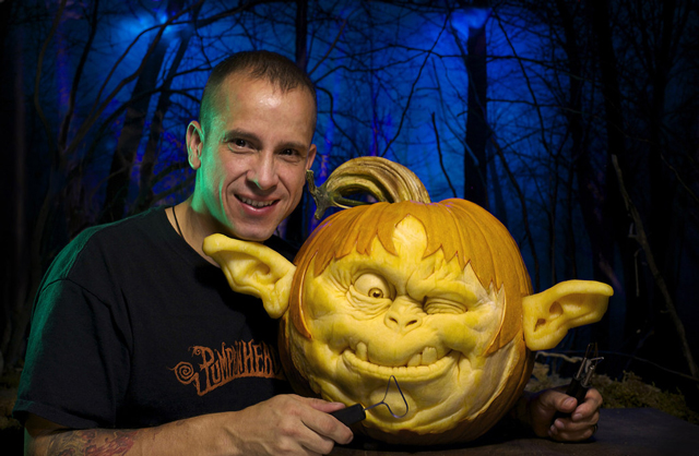 Ray-Villafane-and-Yoda-pumpkin
