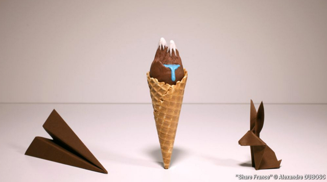 Share-France-plane-cone