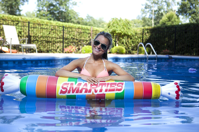 Smarties-pool-float