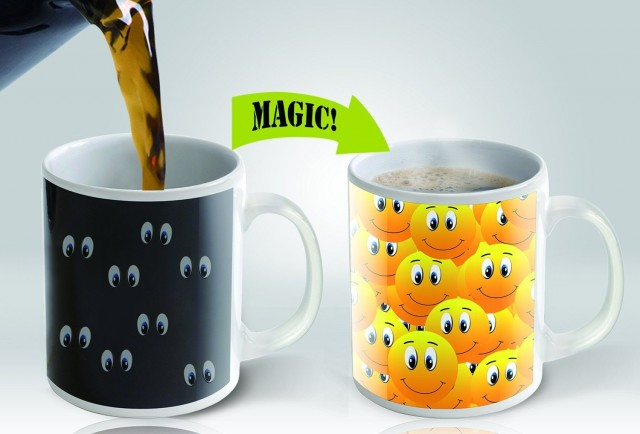 Smiley face magic mug