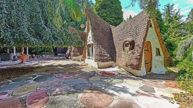 Snow-White's-Cottage