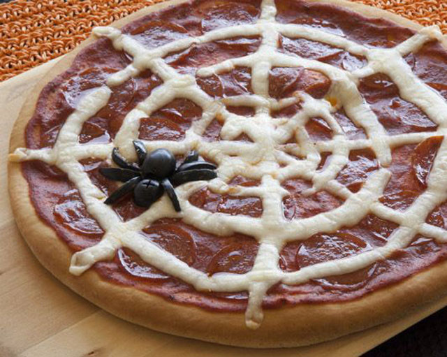 spider-web-pepperoni-pizza