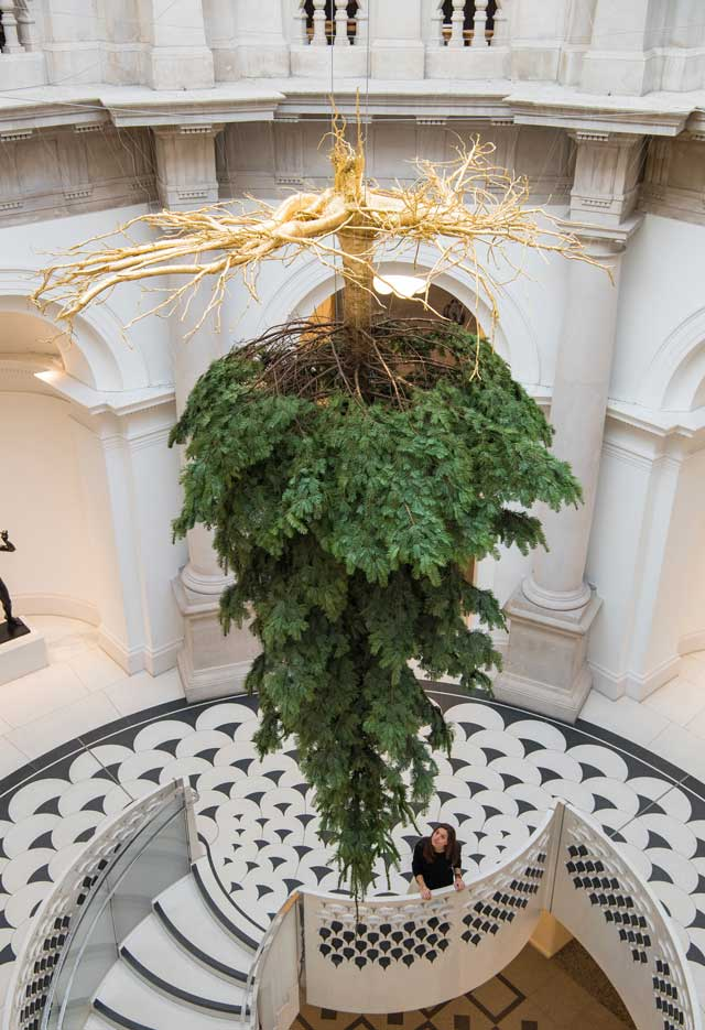 tate-museum-christmas-tree