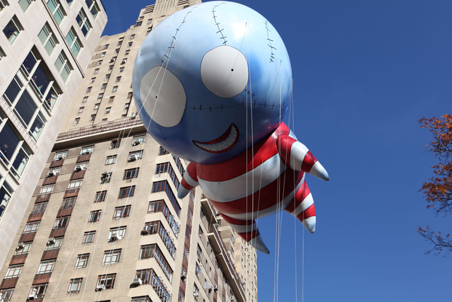Tim-Burton's-B.-2011-–-5th-Blue-Sky-Gallery-Series-Balloon