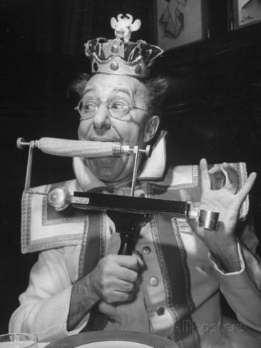 comedian-ed-wynn-clowning-as-the-king-bubbles-eating-corn-on-the-cob-with-a-typewriter-mechanism