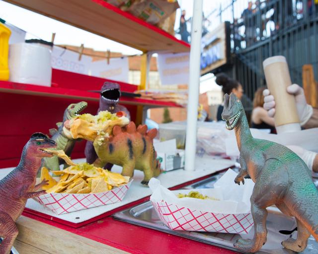 dinos-hot-dogs