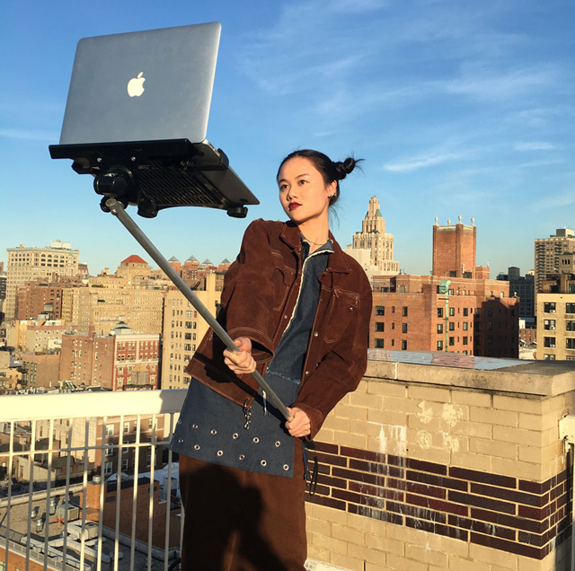 macbook-selfie-stick-moises-john-yuyi-tom-galle-30