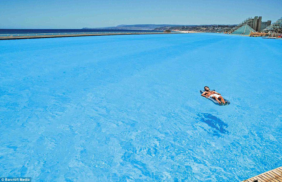 World 39 s biggest pool pee wee 39 s blog for Largest swimming pool